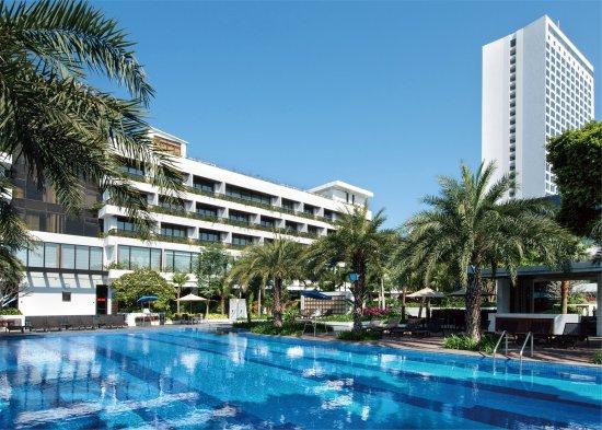 โรงแรมไวท์ สวอน