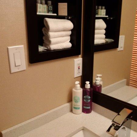 كوست هيلكريست هوتل: no mini shampoos and creams here!