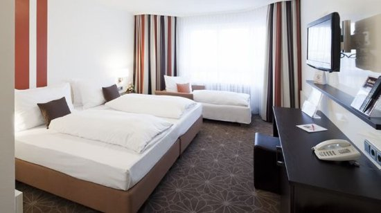 Königsbrunn, Tyskland: Business Triple Room