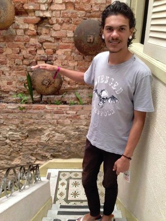 Art Hostel Rio: Foto da escada indo para a cozinha do hostel.