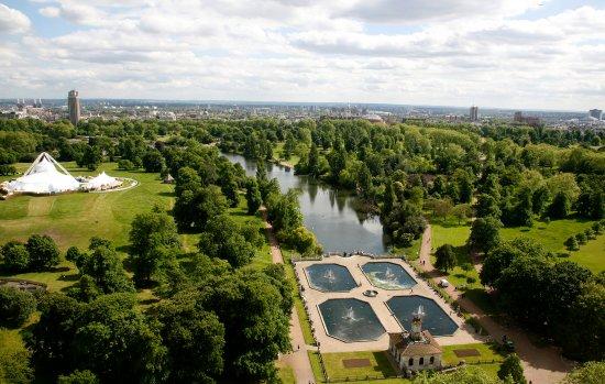 โรงแรมแลนคาสเตอร์ ลอนดอน: View of Hyde Park from hotel in Summer