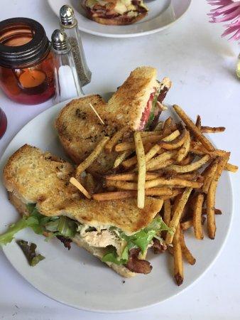 เนเปิลส์, นิวยอร์ก: Bacon Goat with fries