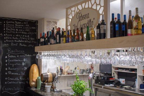 Monachil, Spanyol: Barra del salón comedor.