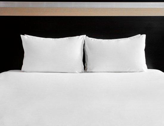 Crick, UK: Guest Room