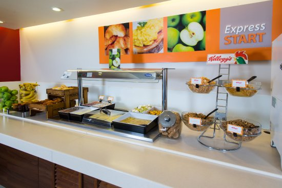 Paisley, UK: Enjoy a bowl of your favourite cereal at our breakfast buffet