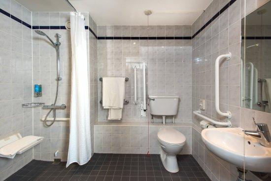 Ντάρτφορντ, UK: Our accessible en-suites are wheelchair friendly