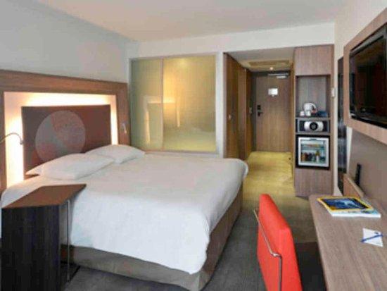 Novotel London Tower Bridge: Guest Room