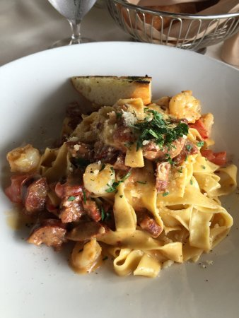 Vigilucci's Seafood and Steakhouse: Pasta with shrimp and sausage