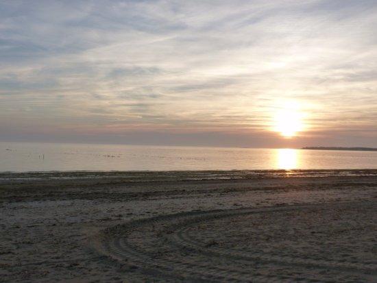 Barbatre, Francia: coucher de soleil sur la plage