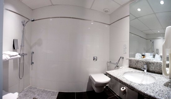 Pessac, فرنسا: 3 standard rooms equipped with shower for disabled people
