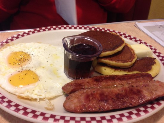 Petaluma, Californie : cornmeal pancakes, sausage, and eggs
