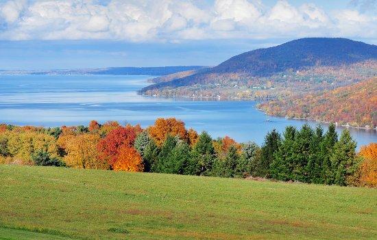Finger Lakes, État de New York : Fall Foliage - County Road 12, Naples, NY
