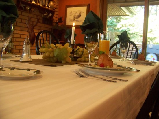 Elk Ridge Bed & Breakfast: First course ready and waiting.