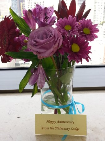 Woodinville, WA: Very thoughtful flowers to celebrate our anniversary!