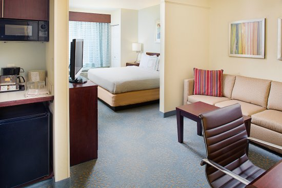 SpringHill Suites Manchester-Boston Regional Airport: King Suite
