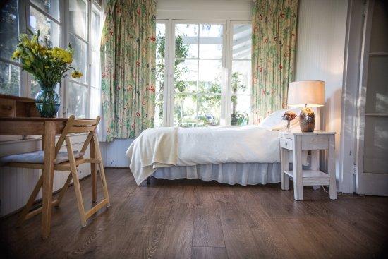 Ojai, Калифорния: #5 Besant twin bed in sun room