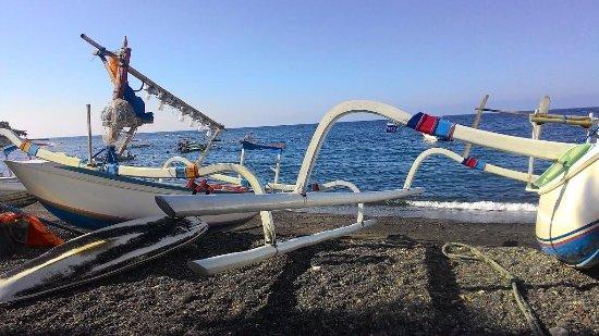 Amed Beach : boat