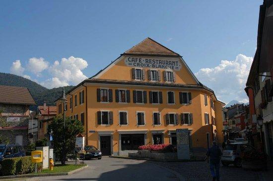 Aigle, Schweiz: croix-blanche-t2q1_large.jpg