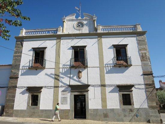 Mourão, Portugal: A Camâra Municipal junto à igreja da Misericórdia.