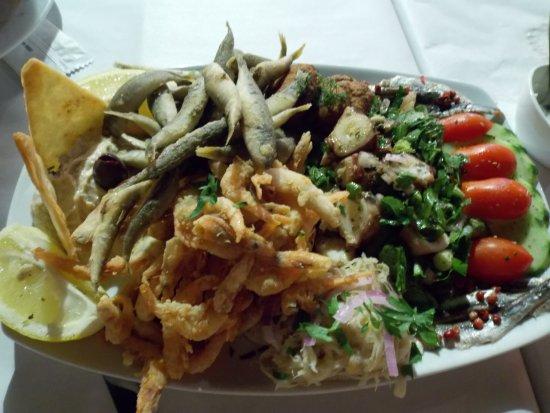 Piso Livadi, Grecia: Рыбная тарелка на двоих