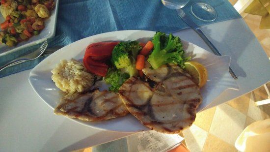 Pirouni: The BEST meal we have had in our almost 2 weeks in Greece!