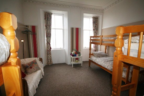 Corrie, UK: Ensuite bunkroom with fantastic sea view, ensuite shower room, sleeps 6