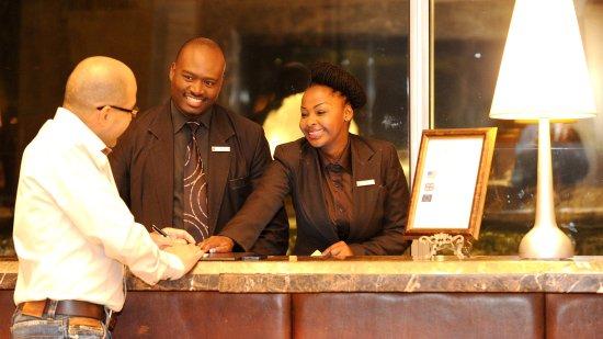 เคมพ์ตันพาร์ก, แอฟริกาใต้: Front Desk