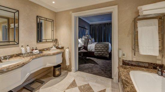 Kempton Park, Sydafrika: Suite room bathroom