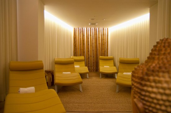 Wilton Manors, FL: Relax before or after your massage in the lounge