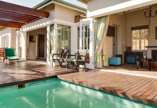 Magaliesburg, Sudáfrica: Villa Outdoor Pool & Patio
