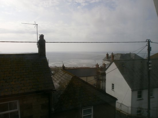 St Michael's Bed & Breakfast: The lovely view over the rooftops to the open sea.