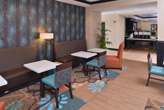 Hampton Inn Columbia I-20 / Clemson Road: Dining Room