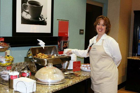 Hampton Inn Columbia I-20 / Clemson Road: Breakfast Hostess