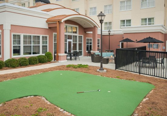 Hoover, AL: Putting Green