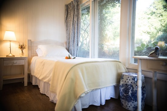 Ojai, Californie : #4 Chapin back room with twin bed and garden view