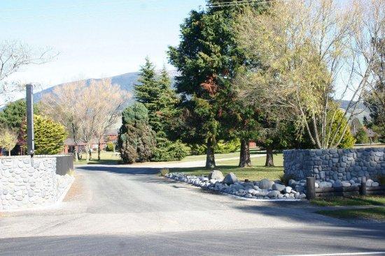 Turangi, نيوزيلندا: Parklands Motorlodge Entrance