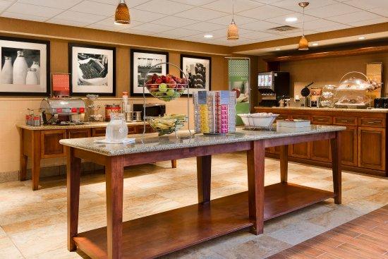 West Bend, WI: Breakfast Area