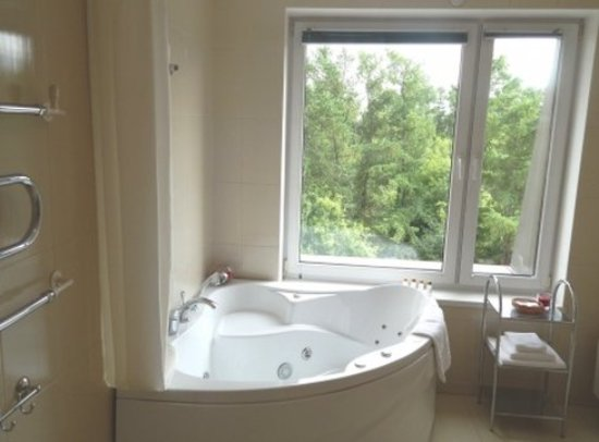 Oktyabrskaya Hotel: Bathroom in Suite Premier