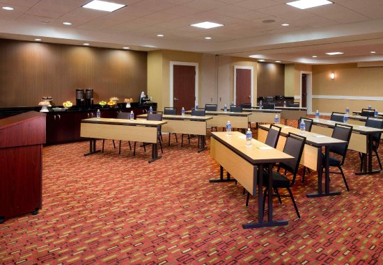 Collierville, TN: The Avenue/Carriage Meeting Room 1