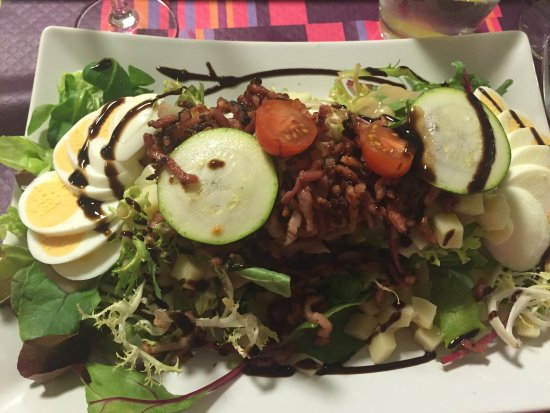 Lure, ฝรั่งเศส: Un délice de la salade au dessert👍
