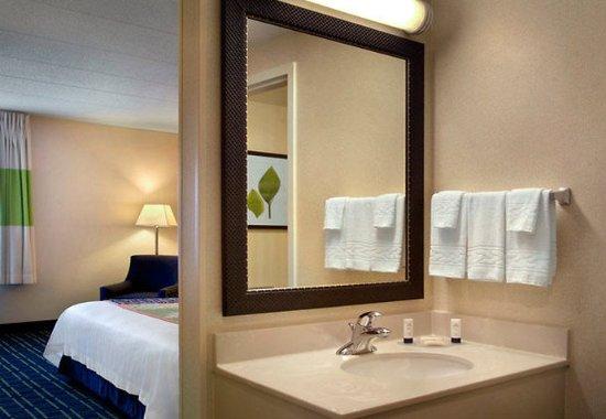 Amesbury, MA : Guest Bathroom