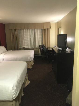 Holiday Inn Express & Suites Phoenix Tempe University: the rooms are pretty dark... I had to remove a lamp shade to have better lighting as I worked
