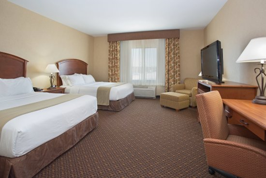 Holiday Inn Express Hotel & Suites Mitchell: Two Queen Beds Guest Room