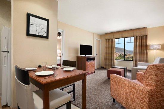 Homewood Suites by Hilton Denver Littleton: King Suite Living Area