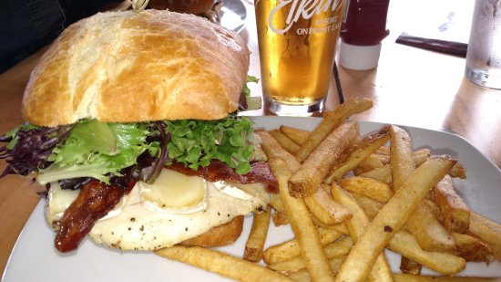 Elkins Resort Restaurant: Burger at Elkins Resort