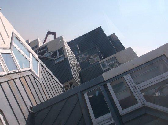 ausblick aus dem fenster bild von kijk kubus show cube rotterdam tripadvisor. Black Bedroom Furniture Sets. Home Design Ideas