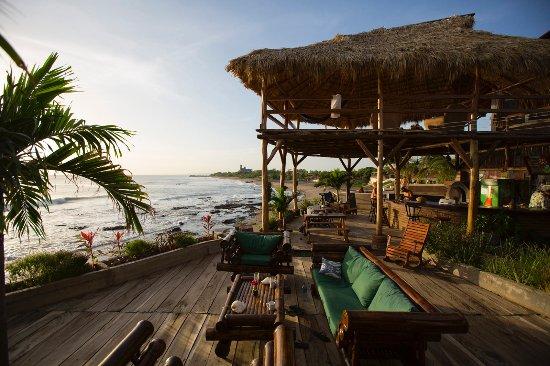 Miramar Surf Camp: Ocean view deck