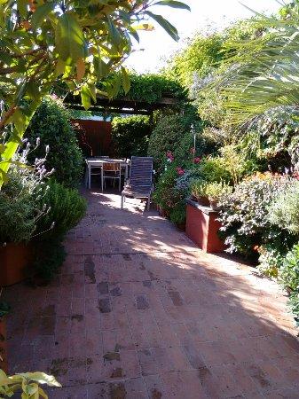 Be Jardín Escondido by Coppola: terraça e jardim de ervas
