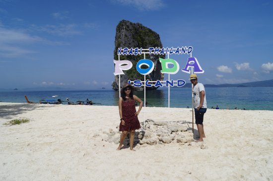 Koh Poda Island: Clear Sky, white sand and transparent water!