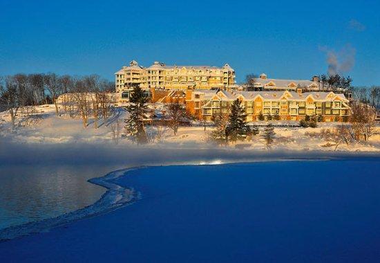 JW Marriott The Rosseau Muskoka Resort & Spa: Exterior